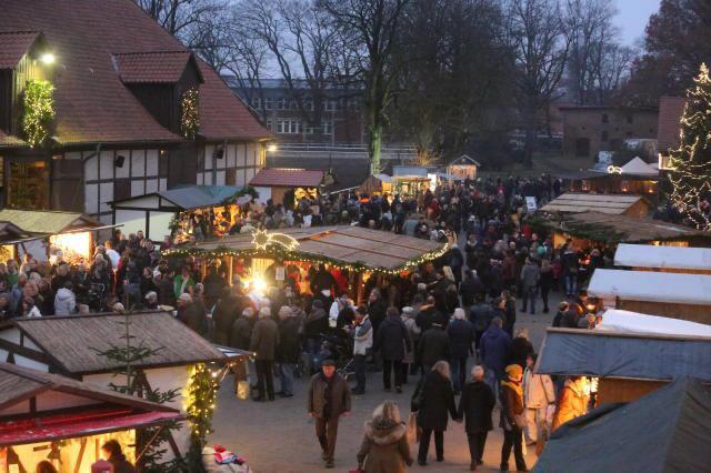 Ankündigung: Weihnachtsmarkt-Fahrt zum Landgestüt Celle